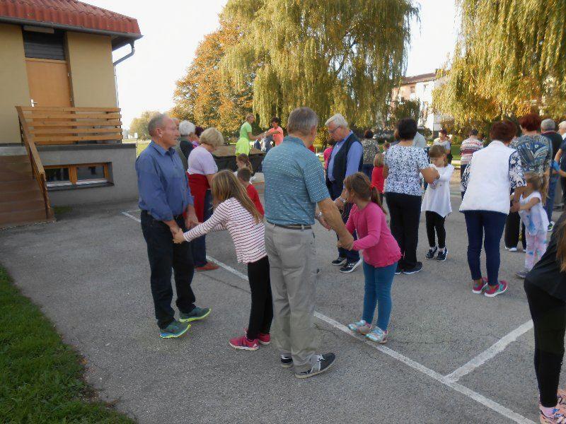 Druženje z babicami in dedki v Lovrencu