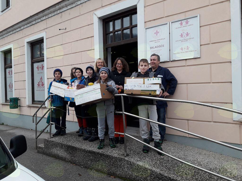 Dobrodelna akcija igrač in petošolci OŠ Sevnica