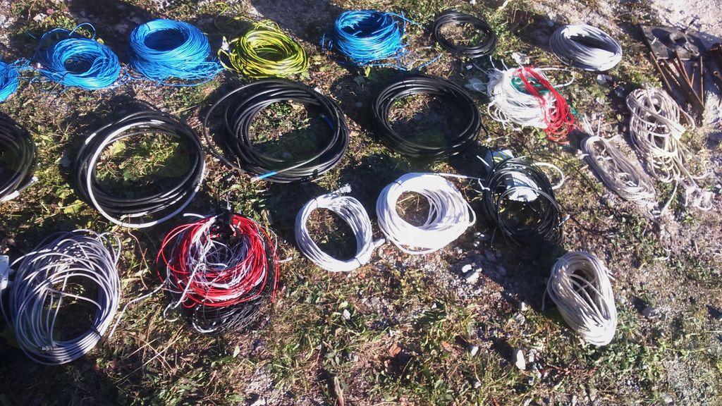 zloženi in sortirani deli žičnih anten