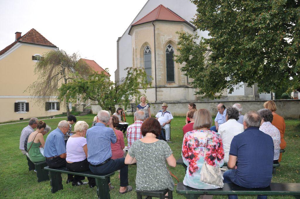 Poezija na dvorišču v Križevcih