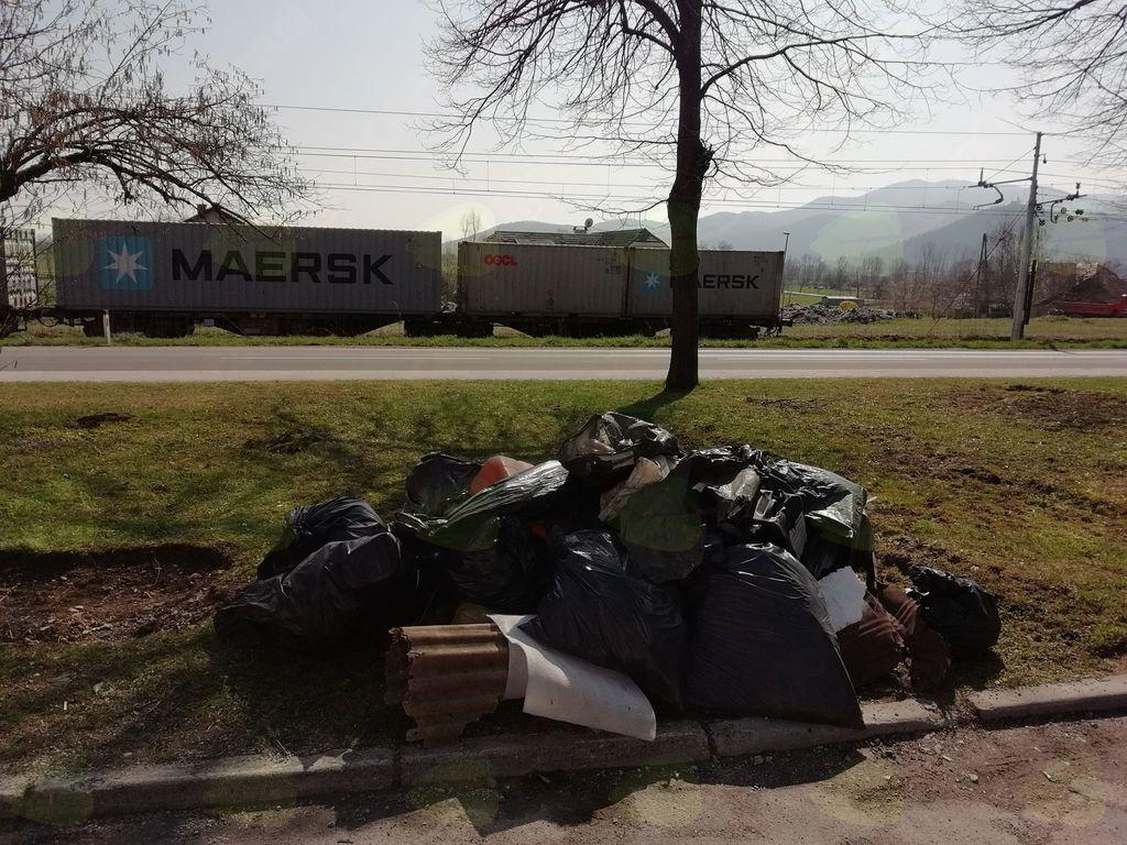 Kup smeti, pobranih v naravi