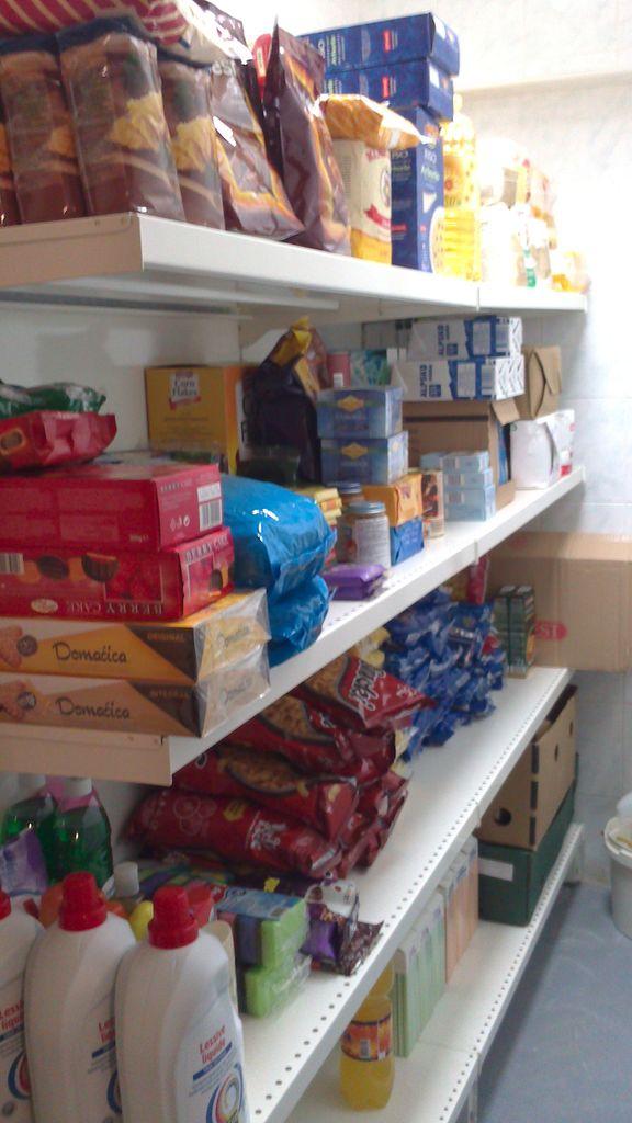 Paketi pomoči za posameznike in družine v stiski
