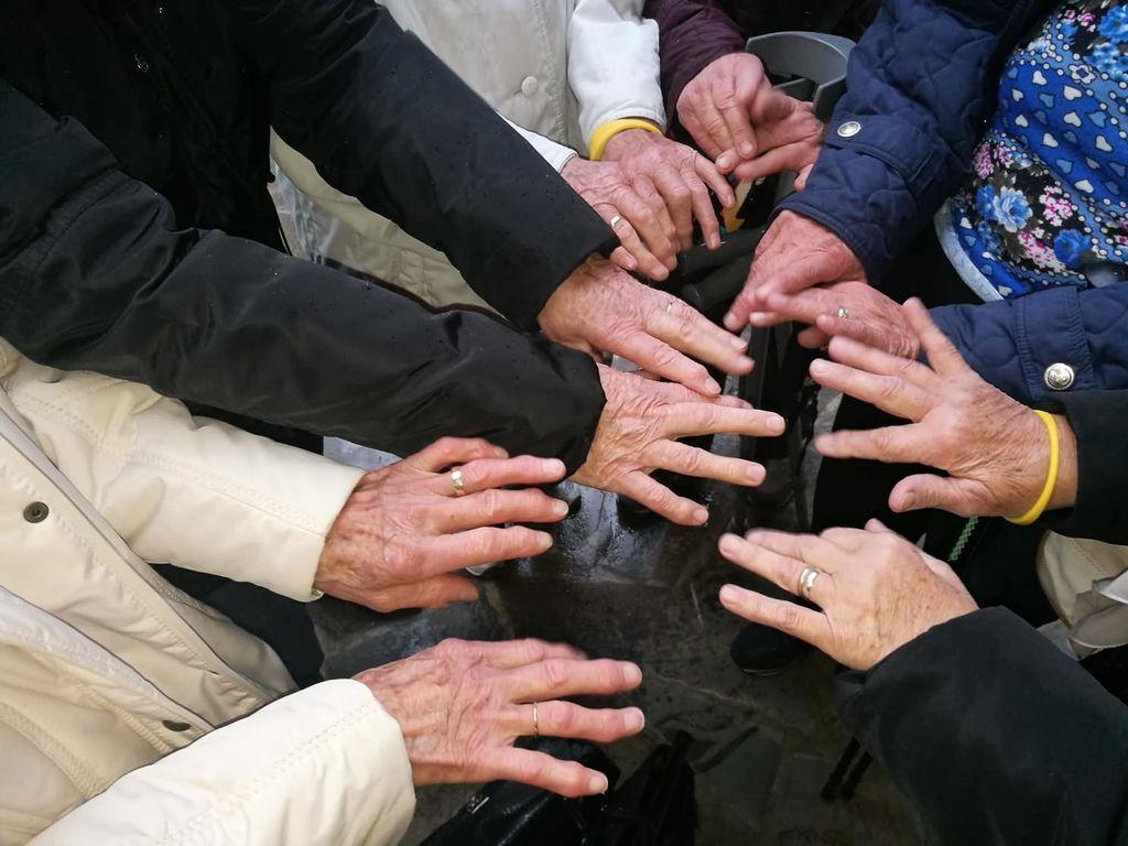 Si želiš pomagati starejšim v svoji skupnosti, pa ne veš, kako?