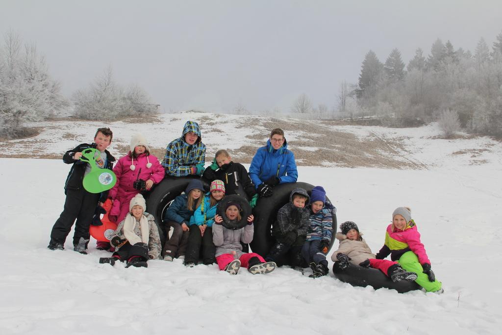 skupinska slika na snegu