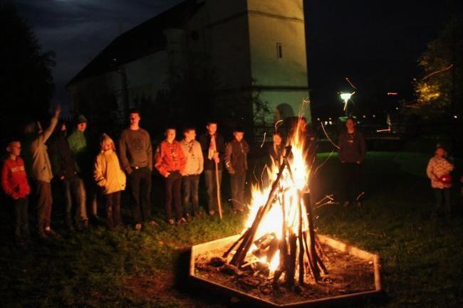 Zaključek večera ob ognju