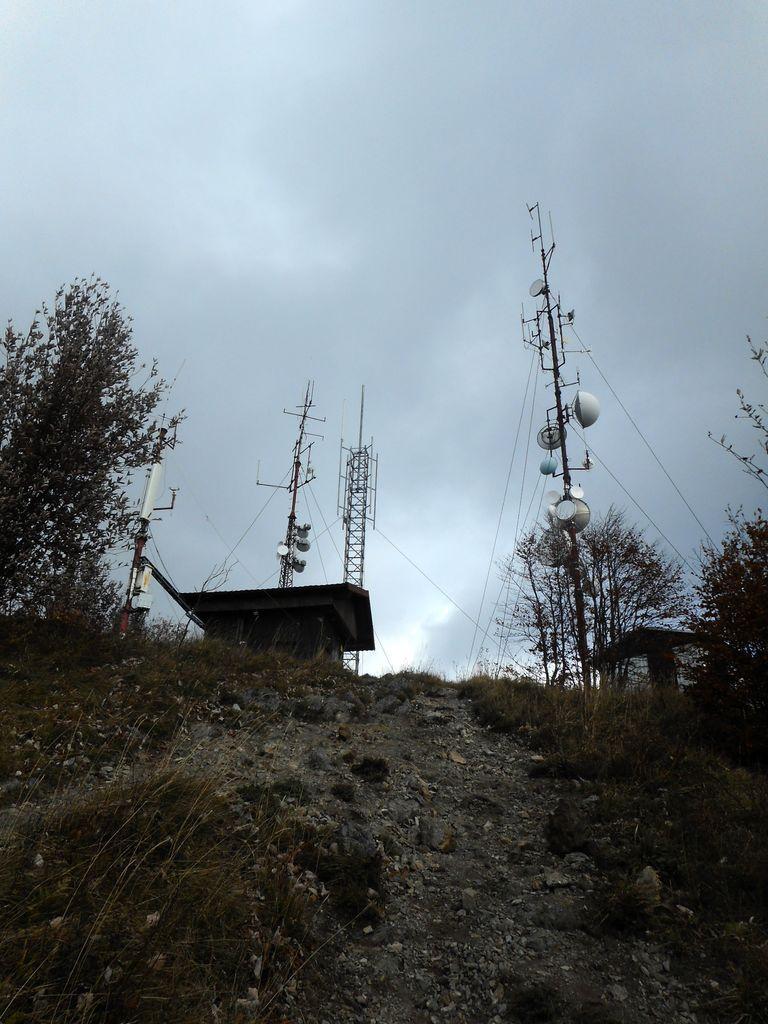 FOTOREPORTAŽA : Mladi planinci PD Podpeč Preserje preko Klobuka na Mrzlico  19.10.2019