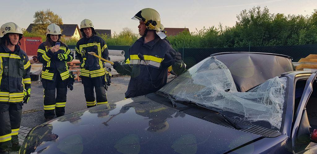 Reševanje ponesrečenca iz vozila v Avstriji - vaja !