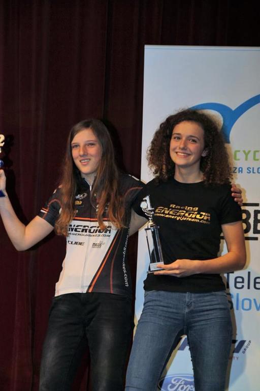 Izmenično prvi in druga, Ana Janežič in Tamara Homar, obe ekipa Energijateam.com