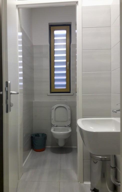 V celoti prenovljene sanitarije v Zdravstveni postaji Mengeš