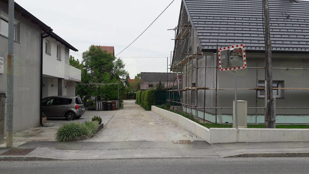 Asfaltiranje in urejanje odvajanja meteorne vode na 40 m odseku Japljeve ulice, med hišami Kamniška cesta 5 do Japljeva ulica 12b