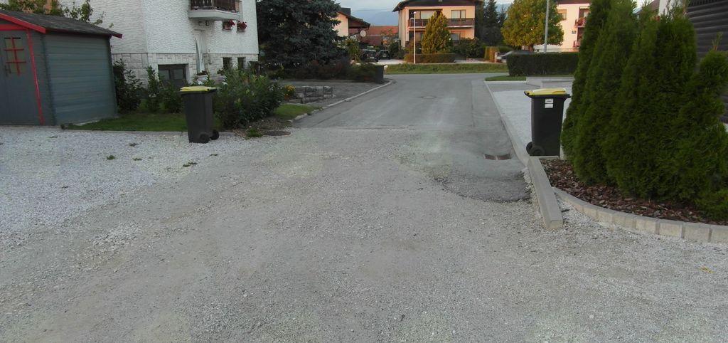 Na Sadnikarjevi ulici bodo začelo z asfaltiranjem in urejanjem odvajanja meteorne vode