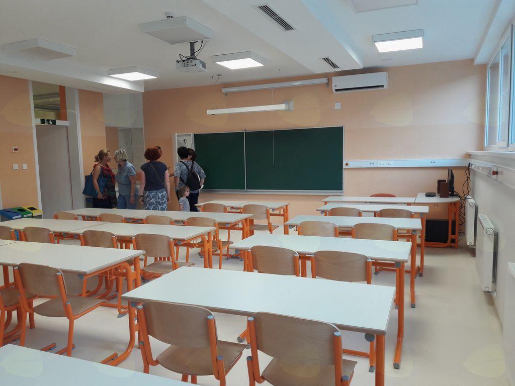 Oprema učilnic, ki je bila dostavljena in vgrajena v času poletnih šolskih počitnic