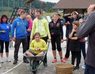 Ena izmed sedmih disciplin je bila tudi slalom z jajcem