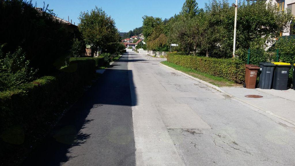 Sanacija cestišča v celoti bo v sledila v letu 2018, po izgradnji nove kanalizacije in hišnih priključkov