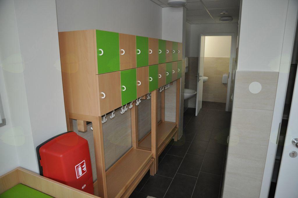 Garderoba za novo skupino otrok v oddelku Oblaček