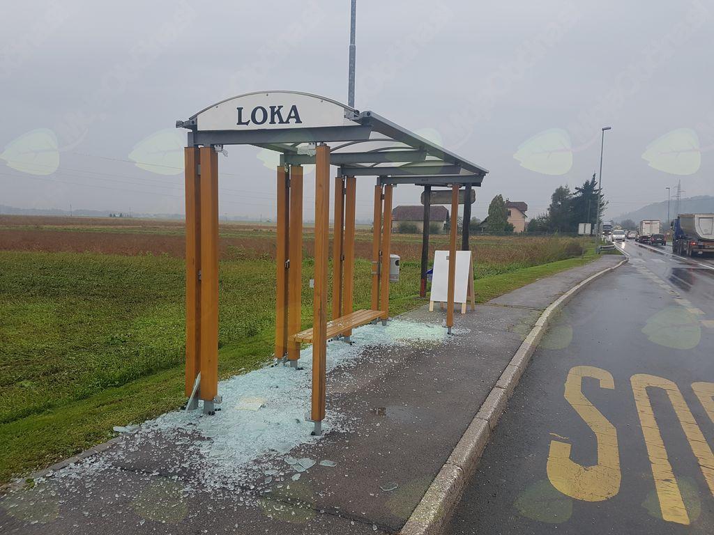 Razbito steklo na avtobusni postaji v Loki pri Mengšu