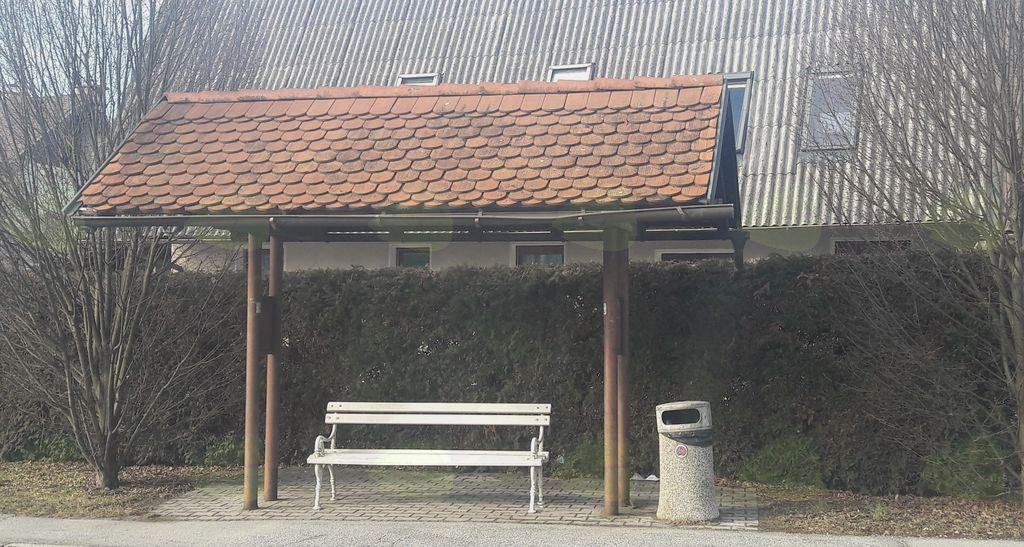 Avtobusne postaje v občini pred obnovo niso nudile zaščite pred vremenskimi nevšečnostmi
