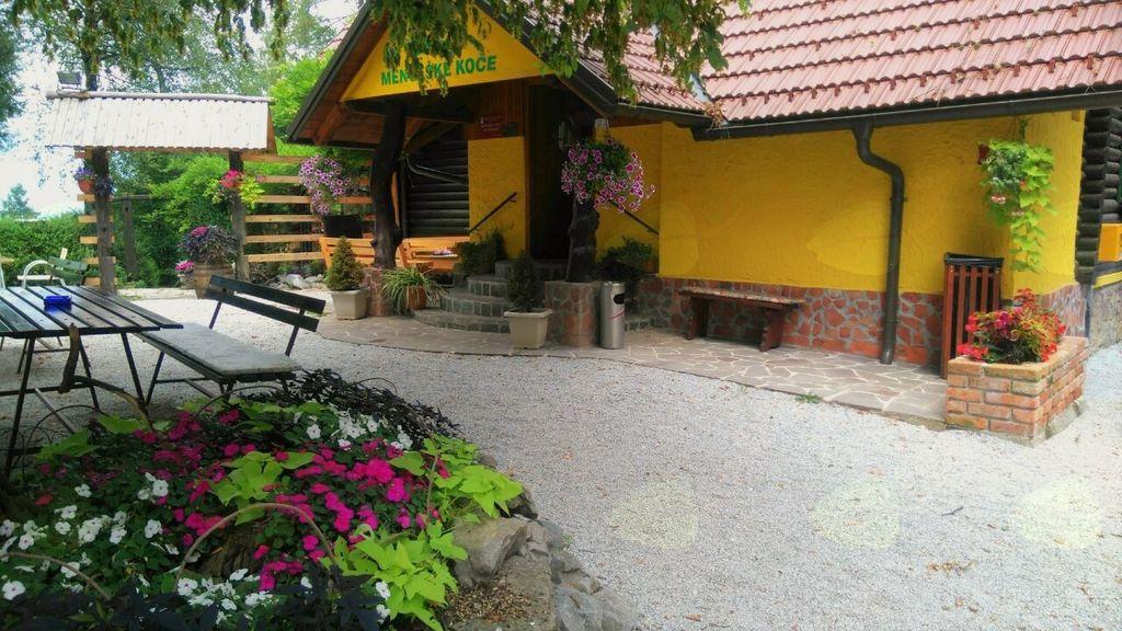 Prenovljena letna kuhinja in letni vrt