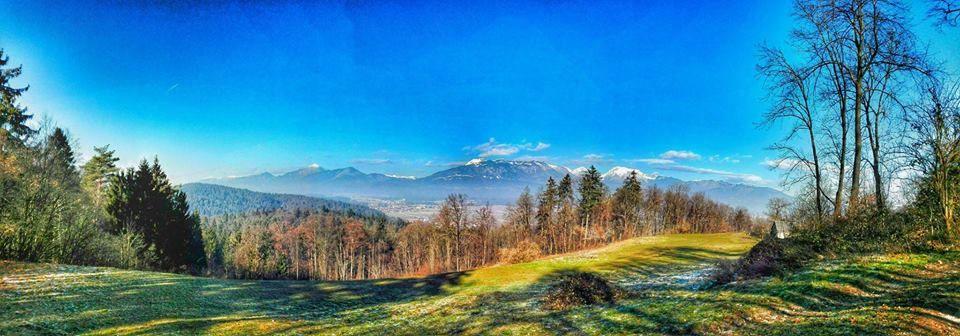 Obiskovalcem ponujamo preživetje prostega časa v neokrnjeni naravi in čudovit razgled na Kamniške Alpe