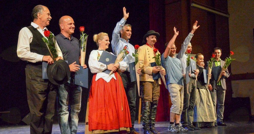 Vodje folklornih skupin, ki so sodelovali na regijskem srečanju.