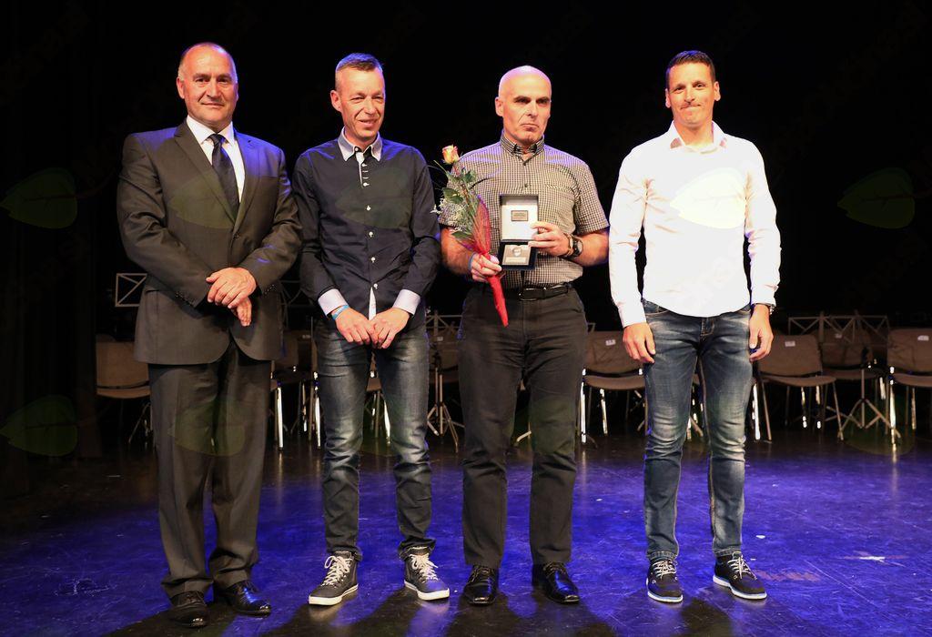Znak občine Mengeš je prejela ekipa DOS 2017, ki se je udeležila najtežje kolesarske prireditve v Sloveniji, dirke DOS-RAS EXTREME ter v kategoriji dvojic osvojila odlično 3. mesto.