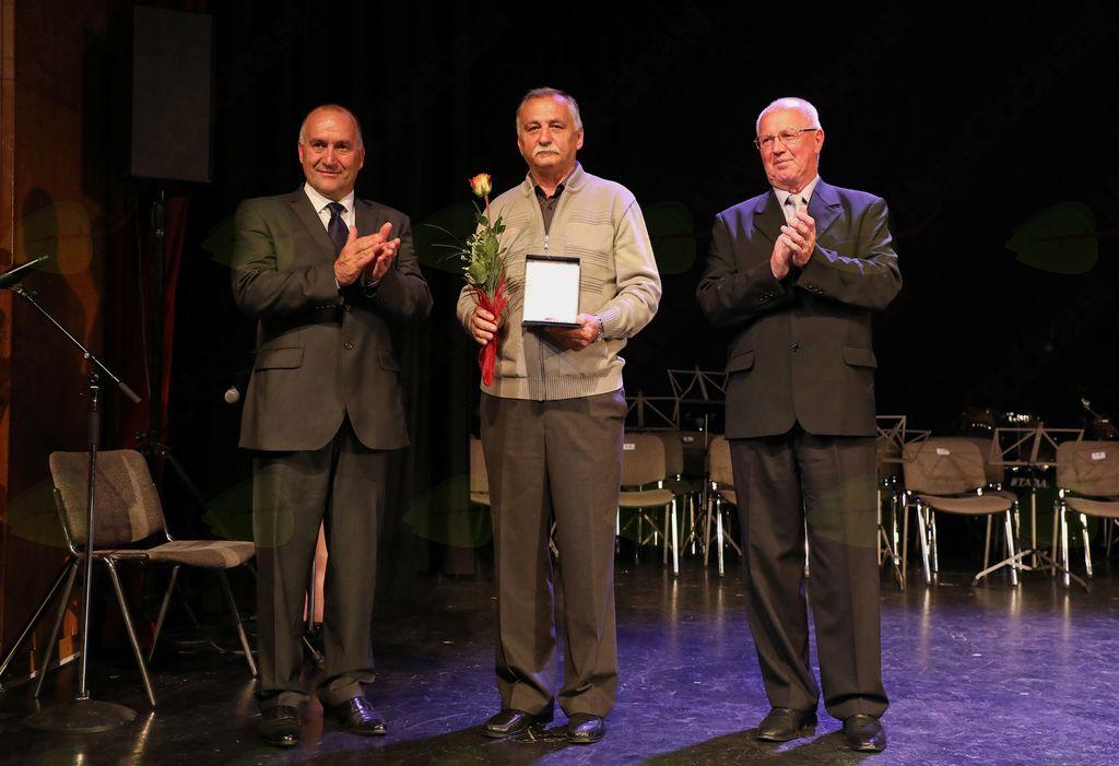 Ludvik Mikola je srebrno priznanje Občine Mengeš prejel za aktivno delo in vodenje Balinarskega kluba vse od leta 1986.