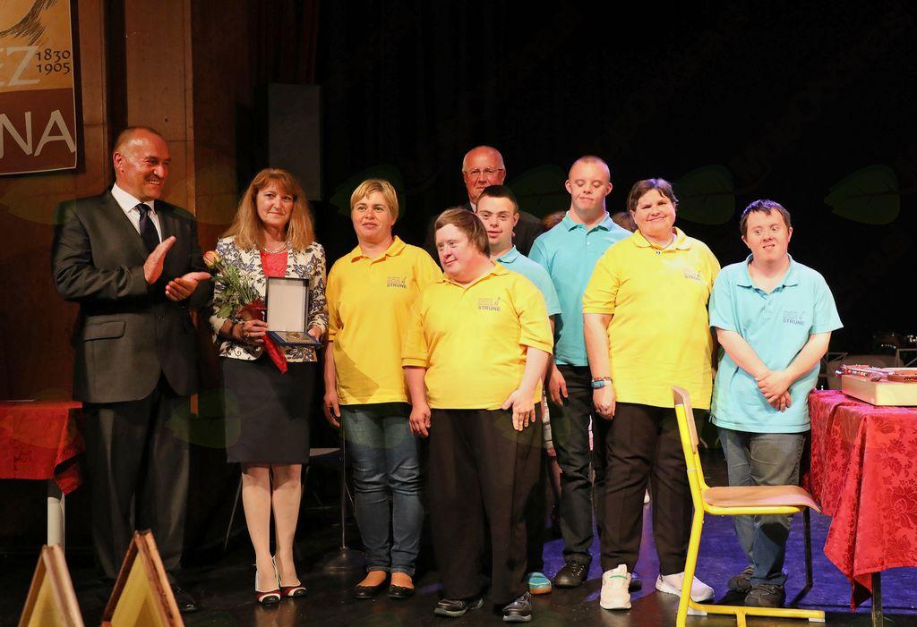 Zlato priznanje Občine Mengeš je prejelo Medobčinsko Društvo Sožitje.