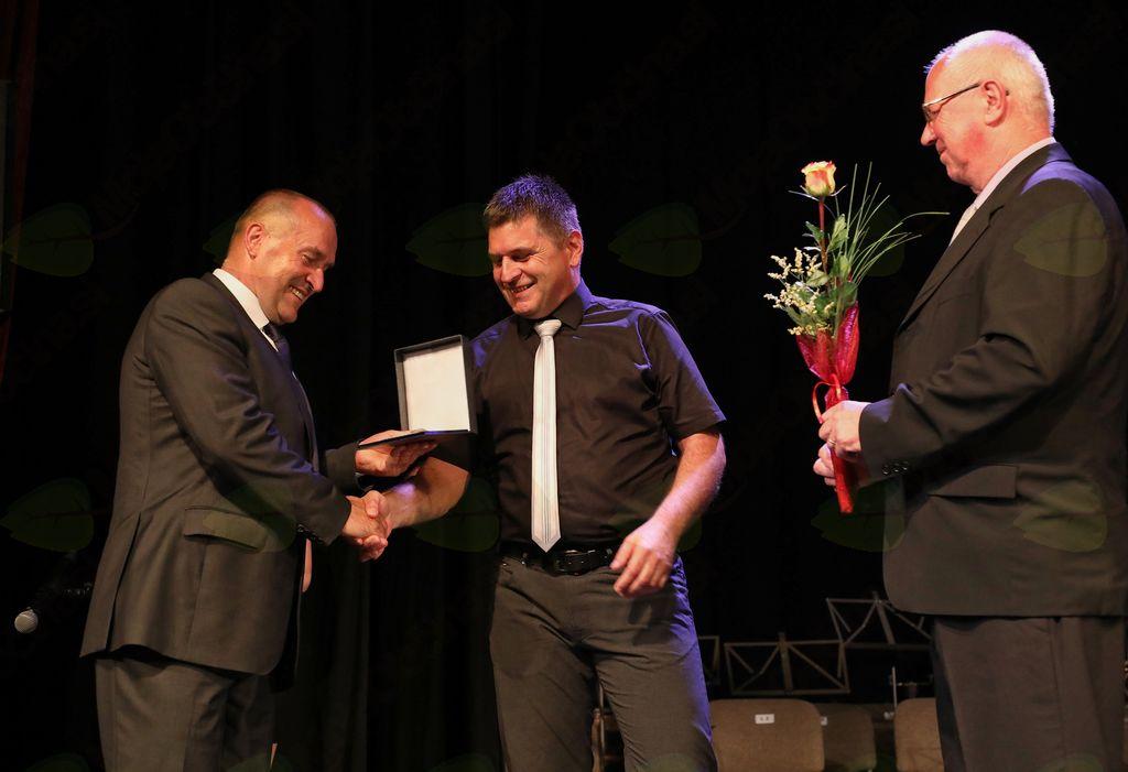 Zoran Jagodič je srebrno priznanje Občine Mengeš prejel za mentorstvo in vodstvo Folklorne skupine Kulturnega društva Svoboda Mengeš.