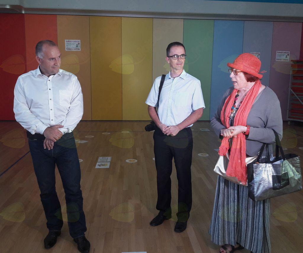 Obiskovalce je nagovorila Mirjana Kavčič, ki so jo sošolci klicali Mira.