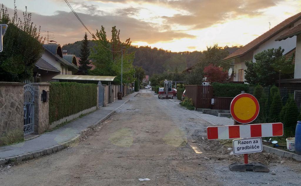 Rekonstrukcija vodovodain kanalizacije bo zaključena oktobra s celovito preplastitvijo cestišča