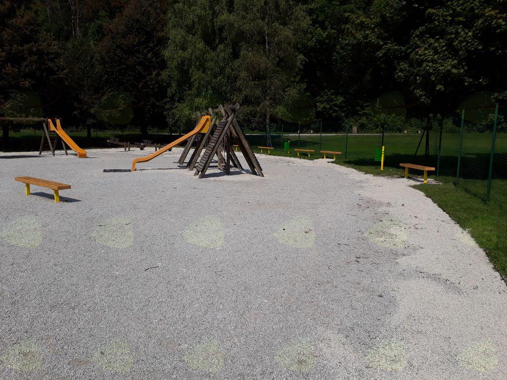 Sanacija otroškega igrišča v neposredni bližini Osnovne šole Mengeš je bila končana v začetku avgusta