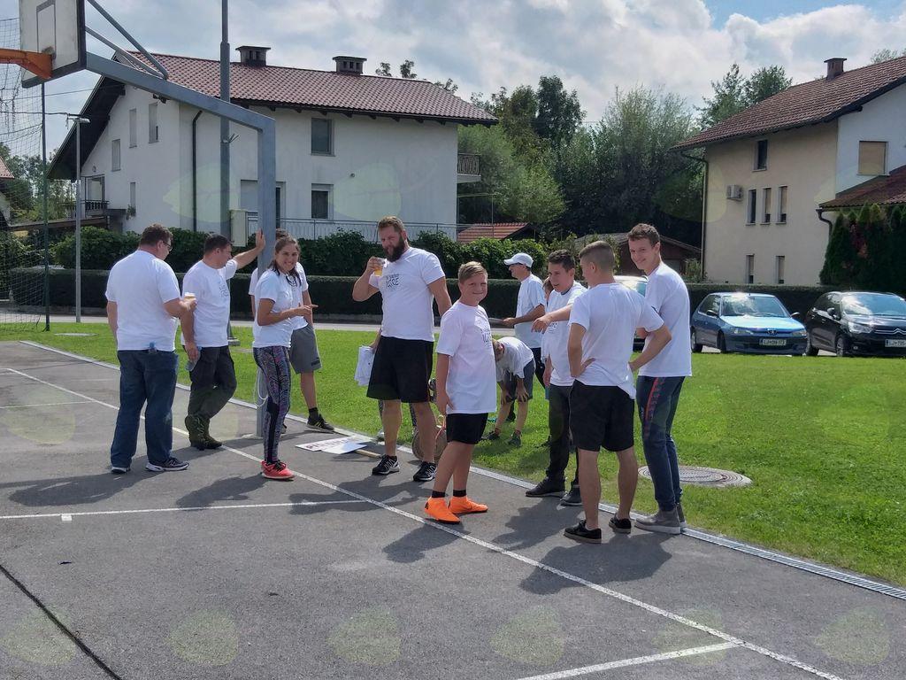 Ekipa Piromani med pripravami, izborom tekmovalcev za posamezne discipline