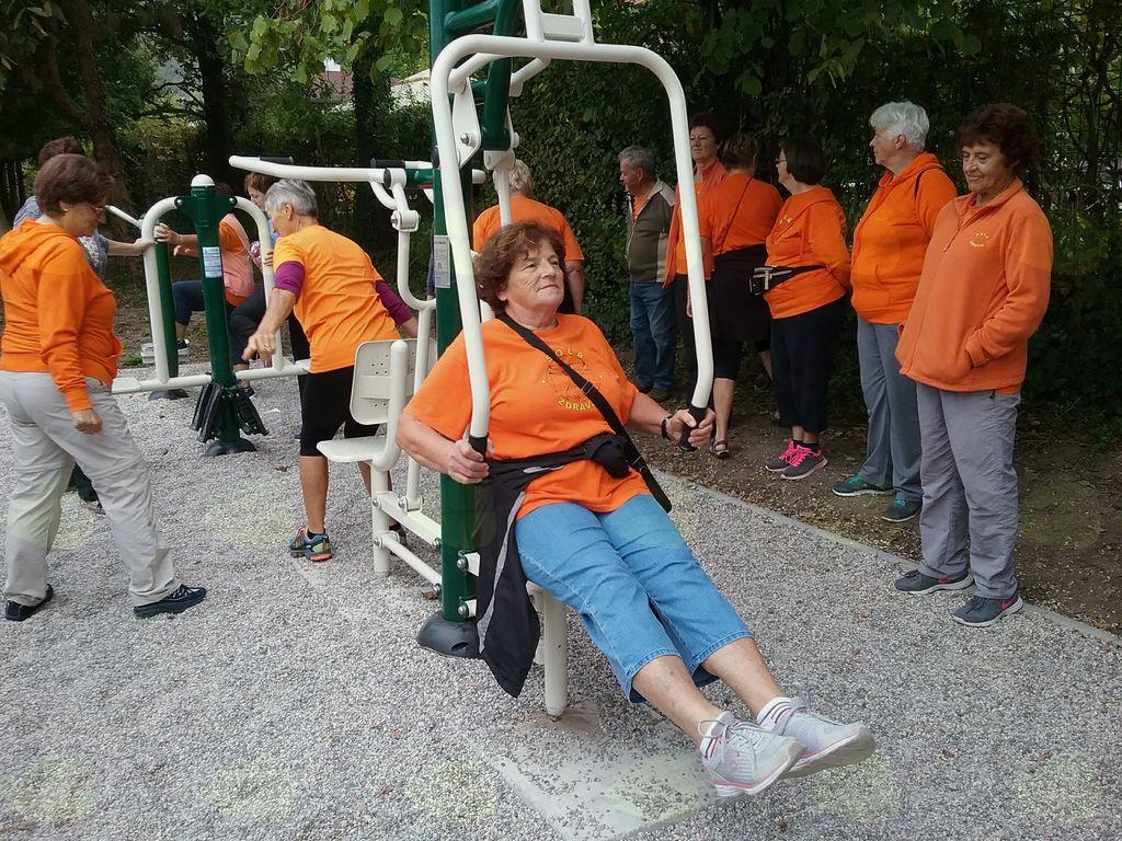 V skupni Oranžerija, Šole zdravja, so začeli s predvajami, nato so stopnjevali težavnost in število ponovitev, najbolj utrjeni pa lahko opravijo tudi že po več serij.