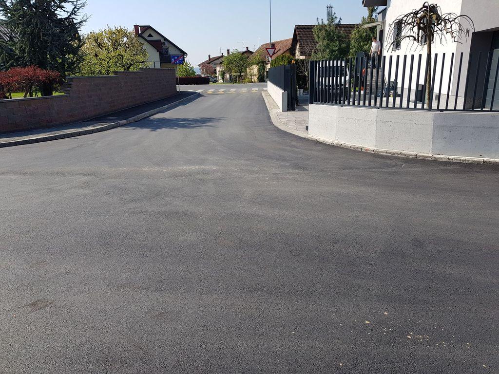 Pri izvozu iz Šubljeve na Grobeljsko cesto je bila izdelana tudi trapezna hitrostna ovira s prehodom za pešce, s katero se je predvsem za pešce bistveno izboljšala prometna varnost.