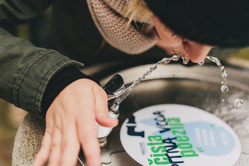 Spomladi nas vse lepši in daljši dnevi vabijo, da preživite več prostega časa v naravi. Za osvežitev s svežo in zdravo pitno vodo so v občini Mengeš ponovno odprli tri pitnike.