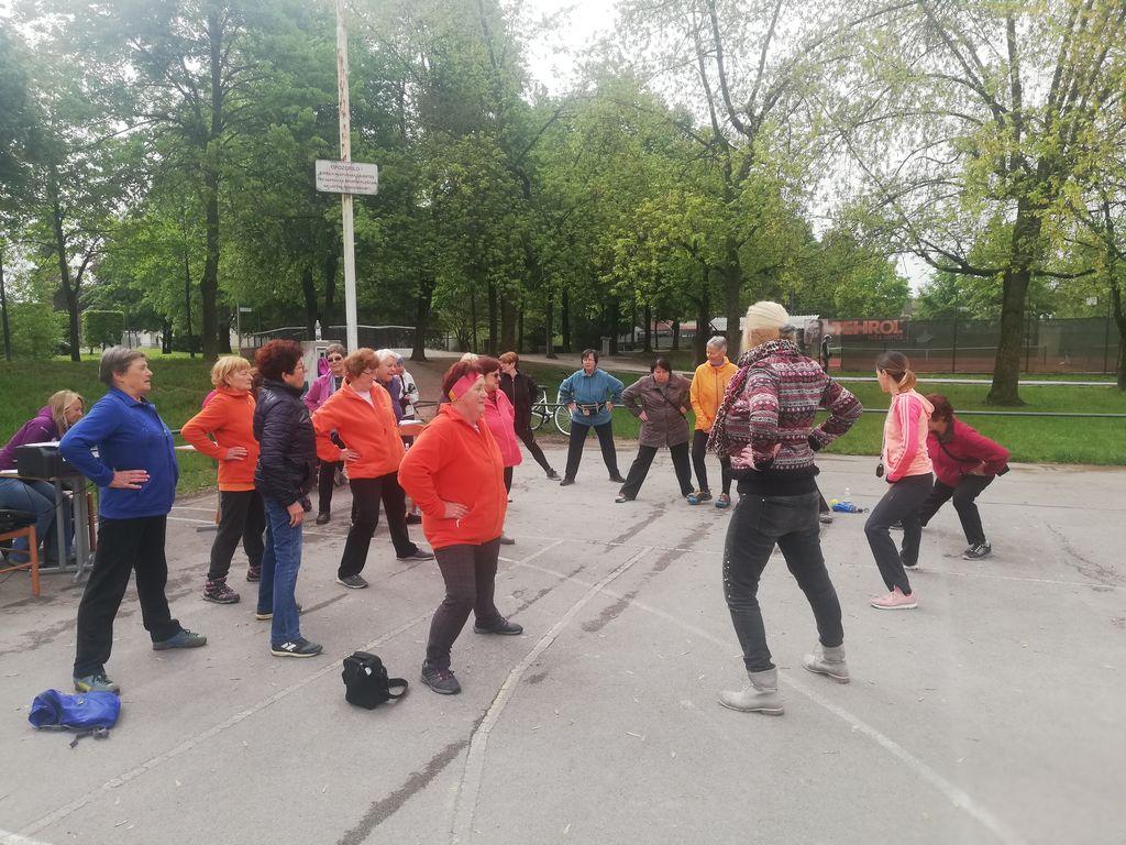 Med pripravo na Test hoje na 2 km, ki je potekal v Športnem parku Mengeš s pričetkom na ploščadi pred Osnovno šolo Mengeš