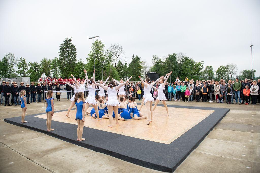 V nadaljevanju so navdušile še domžalska plesna skupina Sovice