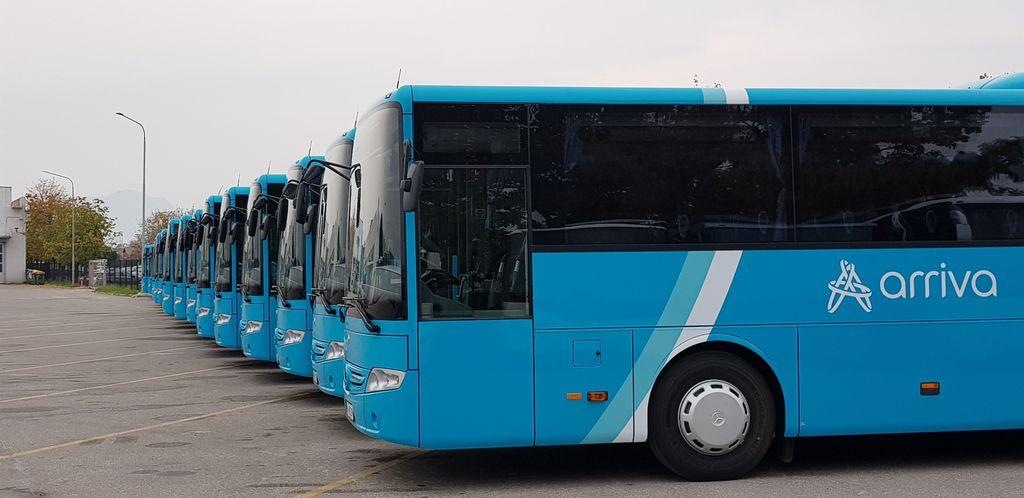 Nova linija od ponedeljka do petka potnikom ponuja štiri odhode in povratke, z odhodi iz Kamnika 6.00, 7.30, 11.50 in 13.45 (v Mengšu 6.11, 7.41, 12.01 in 13.46), odhodi iz Ljubljane pa so ob 6.45, 8.30, 12.50 in 14.40 uri
