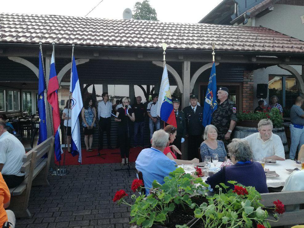 8. tradicionalni pohod ob praznovanju dneva državnosti so pohodniki zaključili s slovesnostjo