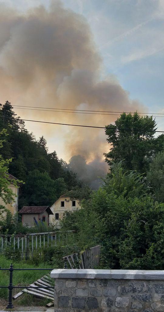 V intervenciji je sodelovalo več kot 90 gasilcev PGD Mengeš, PGD Loka pri Mengšu in PGD Topole, na pomoč pa so priskočili še gasilci iz OGD Kamnik, GZ Komenda in PGD Trzin