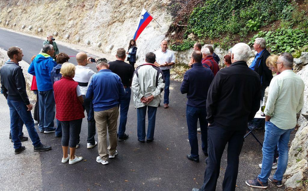 Na odprtje so bili povabljeni vsi uporabniki ceste in bližnji prebivalci, ki so zelo potrebno obnovo ceste toplo pozdravili