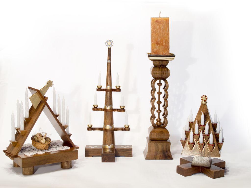 Po odhodu v pokoj je Peter Krušnik v lesu našel nove izzive in po načrtih arhitekta Jožeta Plečnika začelizdelovati lesene miniature.