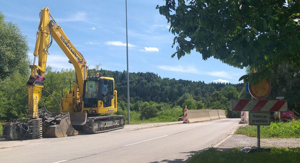 Sanacija mostu čez Pšato v Topolah, na cesti Mengeš Vodice bo predvidoma končana do konca avgusta 2020.