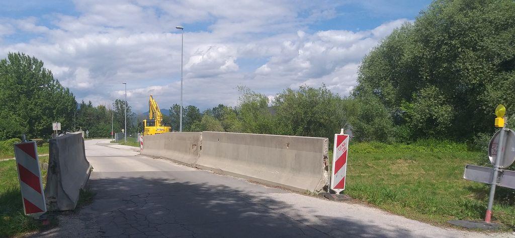 Sanacija mostu čez Pšato v Topolah, na cesti Mengeš Vodice bo potekala zaradi dotrajanosti oziroma slabše nosilnosti mostu.