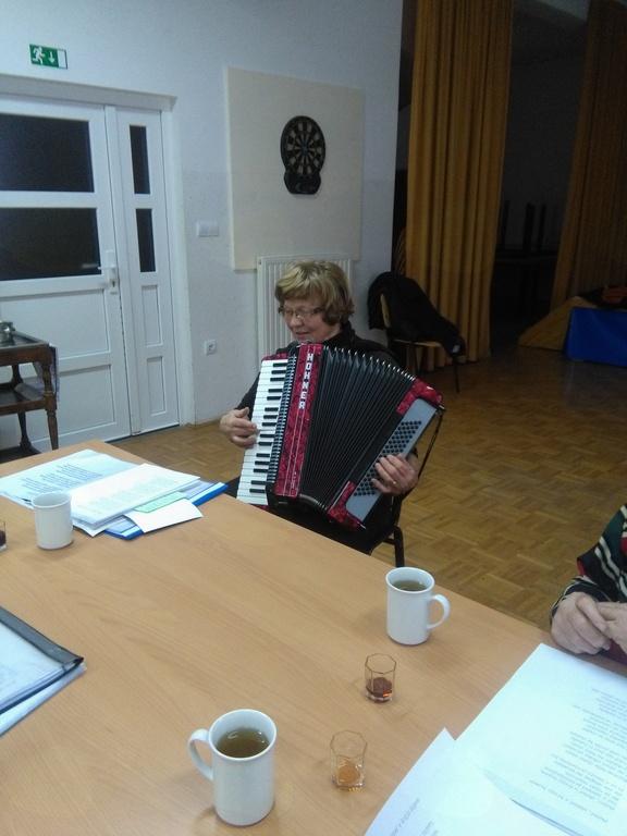 Glasbene urice z Marijo Lavuger in njeno harmoniko