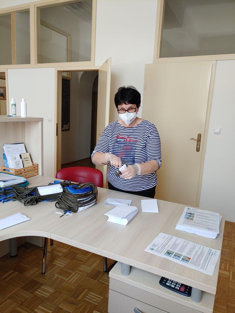 Zaščitne maske razdeljene po vseh vaseh v občini