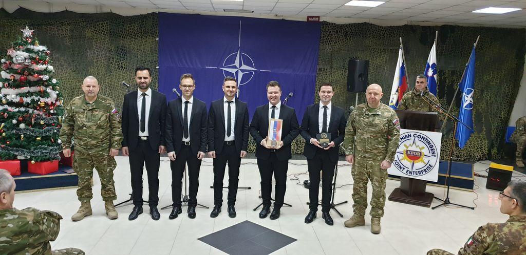 Aeternum ob počastitvi slovenskega dneva državnosti zapel slovenskim vojakom na Kosovu