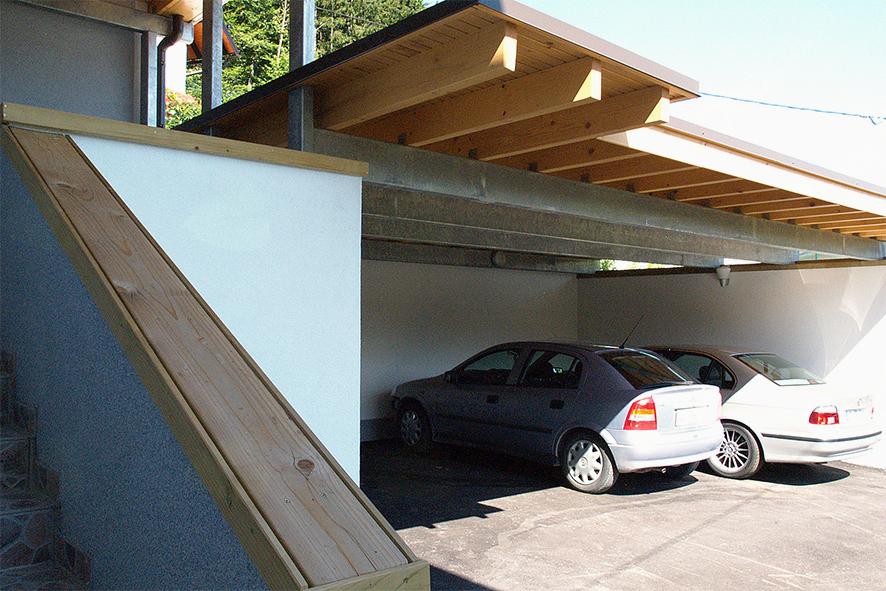 Potem: nadstrešek nad parkiriščem se nadaljuje v nadstrešek nad vhodom