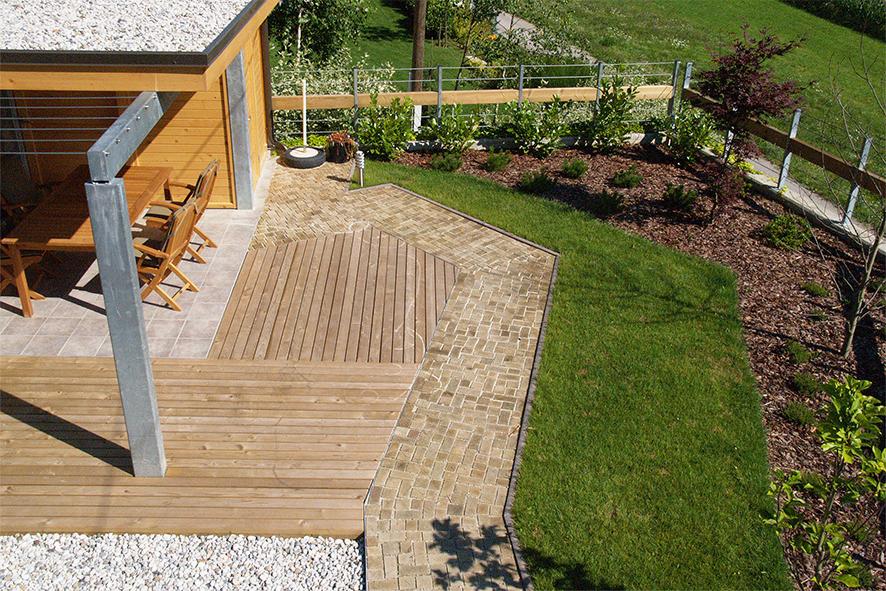 Teksture in linije: les, kovina, beton, prodniki, trava, lubje, rastline