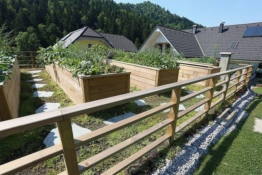 Pozneje: visoke grede v zaščitni ograji.